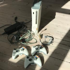 Xbox360 60gb med en bunke spil. Alt virk - København - Xbox360 60gb med en bunke spil. Alt virker som det skal. Giv et bud - København