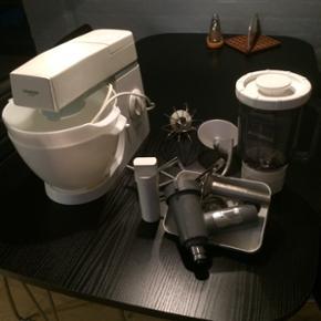Kenwood 600w røremaskine med 2, 4 liter - Esbjerg - Kenwood 600w røremaskine med 2, 4 liter skåle, kødhakker, ny blender, piskeris, 2 forskellige dej kroge. Har ubetydelige brugsspor. Fungere 100%. Mp 400kr - Esbjerg