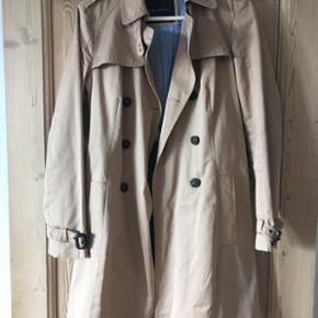 Frakke fra Zara Basic i str m. Har kun v - Århus - Frakke fra Zara Basic i str m. Har kun været brugt få gange. Den har super mange flotte detaljer. Pris 200 kr - Århus