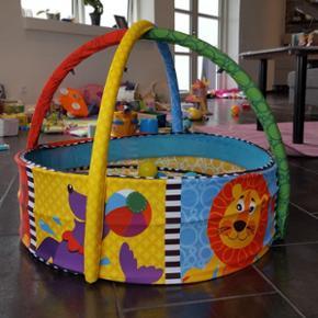 Boldbassin med tilhørende bolde og lege - Næstved - Boldbassin med tilhørende bolde og legetøj. Nypris 750 - Næstved