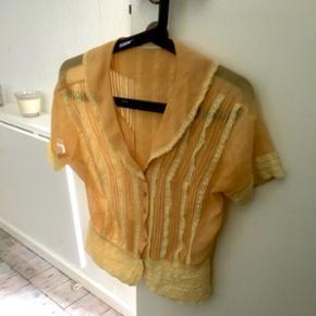 Gul skjorte m. korte ærmer - Køge - Gul skjorte m. korte ærmer - Køge