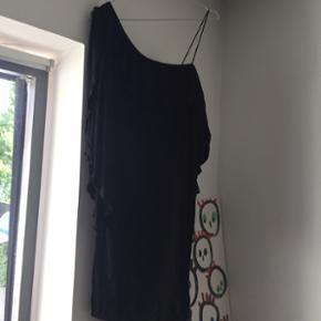 Designers Remix kjole med ét ærme Brug - København - Designers Remix kjole med ét ærme Brugt 1 gang Fitter str s-m - København