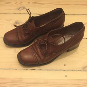 Cute vintage shoes from Italy - really g - København - Cute vintage shoes from Italy - really good and clean conditions! Very comfortable and good for walking. Size 37. - København