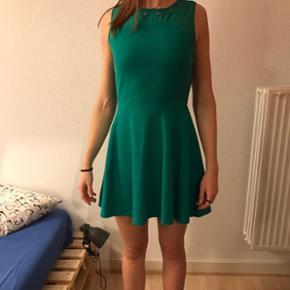 Cute green dress - perfect for your next - Århus - Cute green dress - perfect for your next julefrokost :) - Århus