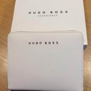 Ægte Hugo Boss pung med blok og plads t - København - Ægte Hugo Boss pung med blok og plads til pen. Plads til kort mv. Aldrig brugt. Inkl. Garantibevis. BYD !!!