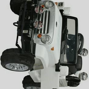 Mp 600 kr . el bil helt ny den er ikke p - Esbjerg - Mp 600 kr . el bil helt ny den er ikke pakket ud .den er med lyd , lys og fjernbetjening med til de voksne så de kan styre bilen ny pris er 900 kr på tilbud . - Esbjerg