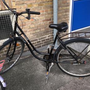 """28"""" Rocky Bellevue dame cykel i sort med - København - 28"""" Rocky Bellevue dame cykel i sort med 3 gear. Købt i 2011. Fået nye hjul og nye pedaler i 2017 - København"""