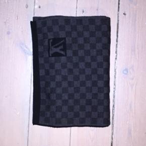 Lækkert halstørklæde, skriv for flere - København - Lækkert halstørklæde, skriv for flere billeder - København