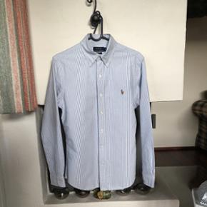 Polo Ralph Loren skjorte, slim fit. Stri - Horsens - Polo Ralph Loren skjorte, slim fit. Stribet lyseblå og hvid. Som ny, brugt få gange. Er blevet for lille. - Horsens