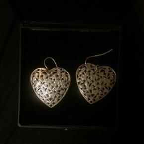 Hjerte øreringe med mønster Aldrig bru - Skanderborg - Hjerte øreringe med mønster Aldrig brugt - Skanderborg