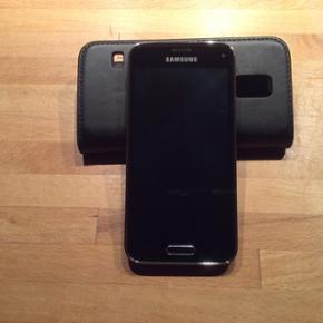 SAMSUNG Galaxy S 5 Mini Ingen fejl eller - Esbjerg - SAMSUNG Galaxy S 5 Mini Ingen fejl eller mangler. Ca 1 1/2 år gammel har lige fået lavet opdateringer ved Telenor og skiftet indmaden så fejler ikke noget. Np fra 1700kr - Esbjerg
