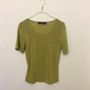 Shirt i elastisk stof. Str. S. Kig gerne - København - Shirt i elastisk stof. Str. S. Kig gerne på mine egne annoncer ✌