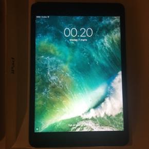 IPad mini 2 Wi-Fi + Cellular (simkort) ( - Silkeborg - IPad mini 2 Wi-Fi + Cellular (simkort) (A1490) Fungere upåklageligt Skade i glasset efter tab, ses kun når den er slukket - påvirker ikke funktionaliteten.. Ellers i god stand. Købt feb. '14 Mp 1000,- (Sælges hvis jeg finder en nyere iPad - Silkeborg