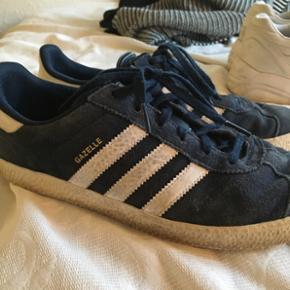 Adidas gazelle sneakers / sko. Str. 38/  - Halsnæs - Adidas gazelle sneakers / sko. Str. 38/ 1/2 men kan passes af 39- 40 Skoene bliver vasket inden salg - Halsnæs