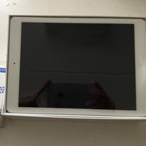 Helt ny ombyttet iPad air 16 GB med wifi - Odense - Helt ny ombyttet iPad air 16 GB med wifi uden simkort den er fra 28 august 2017 der er stadigvæk film på som er slet ikke tændt med 2 års garanti bevis medfølger og der følger 2 måneds forsikring med i prisen forsikringen udløber 1-11-201 - Odense