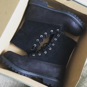 Jeg sælger mine Timberland støvler, da - Aalborg  - Jeg sælger mine Timberland støvler, da jeg ikke får dem brugt da de blev købt for store. De har været brugt ude maks. 5 gange! Flere billeder kan sendes :-) Nypris er 1000kr, og kvittering plus æsken haves stadig. - Aalborg