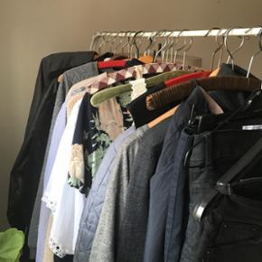 Masser af tøj til salg. Cos, Weekday, V - Århus - Masser af tøj til salg. Cos, Weekday, Vila, Zara o.a. Kom og kig. Forskellige priser og str. - Århus