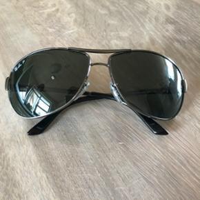 Ray Ban solbriller Jeg sælger mine Ray  - Silkeborg - Ray Ban solbriller Jeg sælger mine Ray Ban solbriller, da jeg ikke får dem brugt mere. De er købt i USA, så jeg har ingen kvittering. De fejler igen ting, der er ikke ridser i glasset. Modenummer: RB3342 - Silkeborg