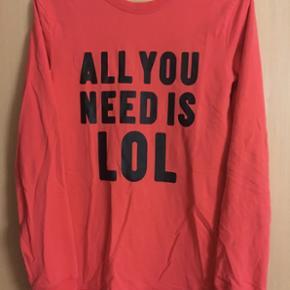 Sweatshirt i melon rød ( kamera snyder  - Esbjerg - Sweatshirt i melon rød ( kamera snyder Helt ny str 12/14 år Meget velholdt - Esbjerg