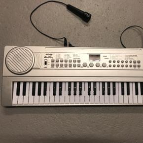 Keyboard med mikrofon Næsten som ny - Esbjerg - Keyboard med mikrofon Næsten som ny - Esbjerg