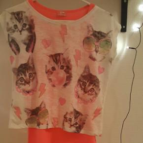Cute t-shirt, købt i Tyrkiet, er i god  - Køge - Cute t-shirt, købt i Tyrkiet, er i god stand og aldrig brugt. Kan passes af en XS-S. Afhentes på adressen. - Køge