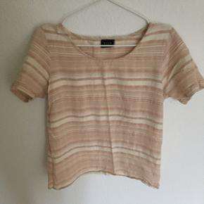 Fin T-shirt fra vila. Størrelse medium. - København - Fin T-shirt fra vila. Størrelse medium. Se også mine andre annoncer, da jeg sælger meget ud fortiden ☝