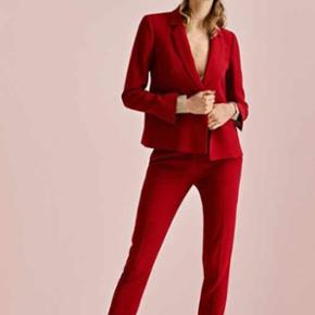 Super smukt jakkesæt fra Neo Noir Mater - Køge - Super smukt jakkesæt fra Neo Noir Materiale: 50% bomuld, 47% polyester, 3% elastan Materiale kategori: Sælger da det desværre er for stort til mig Bytte gerne med str 34 eller 36 Np 1100 - Køge
