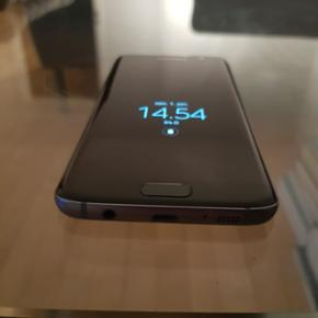 Samsung Galaxy S7 Edge - sort (32GB) Bru - Odense - Samsung Galaxy S7 Edge - sort (32GB) Brugt S7 Edge til salg. Fantastisk telefon i fantastisk stand. Har ingen skader, ridser eller andet. Den har altid haft cover på, har aldrig tabt og fungerer optimalt. - Odense