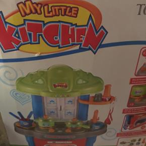 Helt nyt legetøjs køkken ikke samlet i - København - Helt nyt legetøjs køkken ikke samlet i nu der mangler dog en ske til sættet 150kr - København