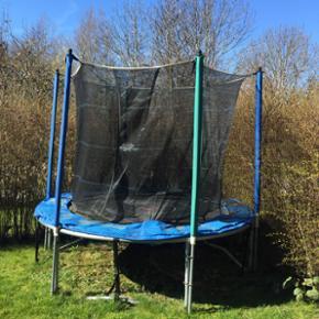 Trampolin Super fin trampolin fejler int - Odense - Trampolin Super fin trampolin fejler intet.. bud modtages gerne. Køber piller den selv ned hjælper selvfølgelig gerne
