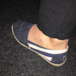 Toms sko, ægte. Kun brugt et par gange  - Aalborg  - Toms sko, ægte. Kun brugt et par gange og er som nye. Passes af 37 - Aalborg