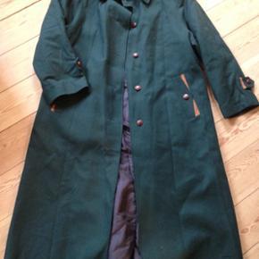 Rigtig fin second hand jakke i uld. Jeg  - Aalborg  - Rigtig fin second hand jakke i uld. Jeg er en str 36 og har brugt den som oversize. Giv et bud - Aalborg