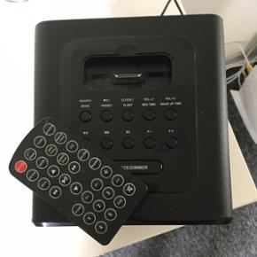 Lille radio Kan med et stik sættes til  - Esbjerg - Lille radio Kan med et stik sættes til tlf og spille musik. Mål: 16 x 15,5 x 15 Stand = Nsn BYD BYD BYD - Esbjerg