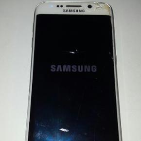 Samsung Galaxy S6 Edge 32GB. . Temmelig  - Randers - Samsung Galaxy S6 Edge 32GB. . Temmelig dårlig stand men fungere fint dog virker power knappen ikke - Randers