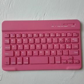 Tastatur til ipad/iphone, helt nyt Forbi - Halsnæs - Tastatur til ipad/iphone, helt nyt Forbindes via bluetooth - Halsnæs