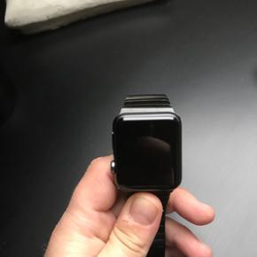 Apple watch sport 42mm 1 år gammel, i r - Horsens - Apple watch sport 42mm 1 år gammel, i rigtig flot stand. Alt i original emballage osv, kvittering medfølger også.. BYD.. - Horsens