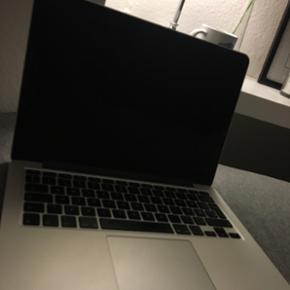 """MacBook Pro, Retina 13"""", Late 2013 2,4 G - Næstved - MacBook Pro, Retina 13"""", Late 2013 2,4 GHz Intel Core i5 4 GB 1600 MHz DDR3 Sælger min skønne MacBook, som er købt i 2014. Den har udelukkende været brugt i gymnasiet. Batteriet i god stand. Den holder strøm, som den skal. Kvittering medf"""