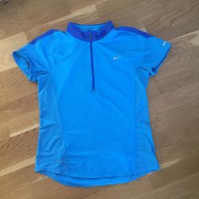 Sport t-shirt fra Nike i m. - Århus - Sport t-shirt fra Nike i m. - Århus