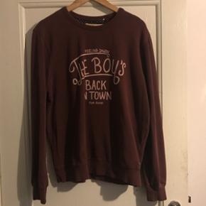 Sweatshirt i str. L. Kun brugt få gange - Thisted - Sweatshirt i str. L. Kun brugt få gange. Mp: 35kr - Thisted