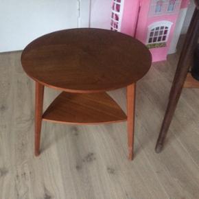 Retro teaktræsbord Måler h 50 cm ø 50 - Næstved - Retro teaktræsbord Måler h 50 cm ø 50 cm. Bordet er i god stand. - Næstved