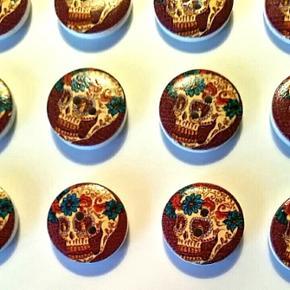 Sugar skull (mexikanske kranier/dødning - Skive - Sugar skull (mexikanske kranier/dødningehoveder) træknapper 2 cm i diameter. Pris pr. stk - Skive