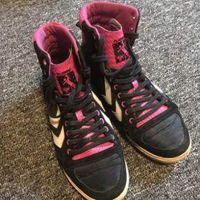 Hummel sko pink/sort str 41 brugt en gan - Vejle - Hummel sko pink/sort str 41 brugt en gang. - Vejle