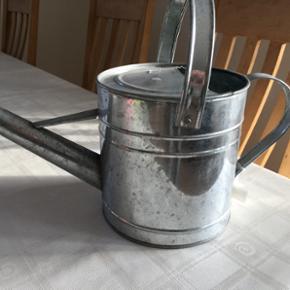 Zink vandkander to slags samt i farverne - Hjørring - Zink vandkander to slags samt i farverne lyserød og grøn. 25kr pr stk sendes IKKE - Hjørring