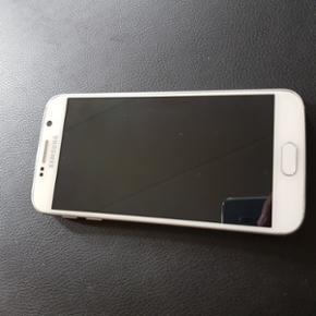 Samsung Galaxy 6. 32 GB. Skal afhentes i - Næstved - Samsung Galaxy 6. 32 GB. Skal afhentes i Næstved, sender ikke. Obs der er en flænge ved Camera, men er uden betydning - Næstved