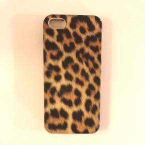 - Cover til iPhone 5/5S sælges. - Cover - Esbjerg - - Cover til iPhone 5/5S sælges. - Coveret er fleksibelt og beskytter iPhone - Brugt i max en uge og er som ny! - Byd