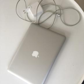 """MacBook Pro 13"""" Fejler intet og virker 1 - Aalborg  - MacBook Pro 13"""" Fejler intet og virker 100% Microsoft 2011 er installeret Original oplader medfølger Oprindelig boks medfølger Altid været i en computertaske og er blevet passet meget på 500GB 3.400kr er MP - Aalborg"""