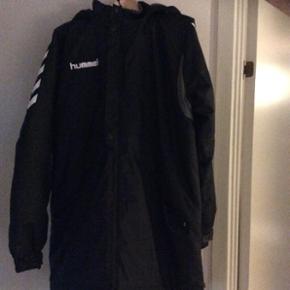 Hummel vinterjakke. Model coaches coat.  - Århus - Hummel vinterjakke. Model coaches coat. Brugt få gange. Som ny - Århus