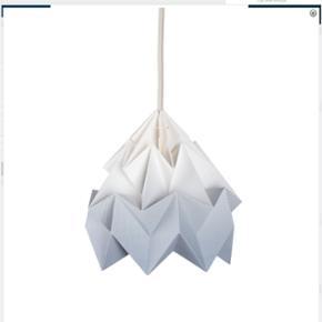 Snowpuppe lampe. 3 meter stofledning. br - Århus - Snowpuppe lampe. 3 meter stofledning. brugt i cirka 2 år. Ingen skrammer eller lignende. Skal afhentes i Aarhus C. Kom evt. med et bud. - Århus