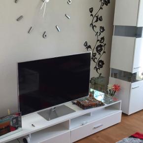 PANASONIC SMART TV med 3D! Smart tv med  - Odense - PANASONIC SMART TV med 3D! Smart tv med 3D, 55 tommer, flad (måler kun 2 cm i dybde) Ingen skræmmer, ridser, brugstegn, slid eller lignende da tv'et stadig er helt nyt! Normal pris 15.000kr (Til info: Jeg sælger for en kammerat der går gennem - Odense