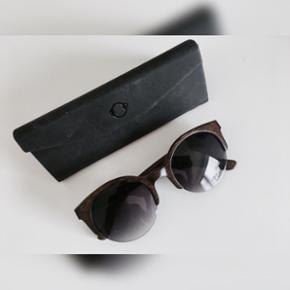 Unikke solbriller sælges Lavet af ægte - Århus - Unikke solbriller sælges Lavet af ægte træ Aldrig brugt og dermed perfekt stand Mp 550kr Lavet kun i et eksemplar - Århus
